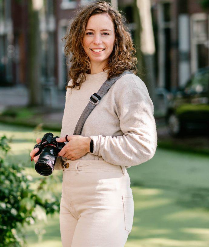 Ik ben Frederique, Personal Branding Fotograaf. Ik fotografeer ondernemers zodat ze meer zichtbaarheid genereren door hun authentieke persoonlijkheid te tonen. Zo kunnen ze meer ideale klanten aantrekken.